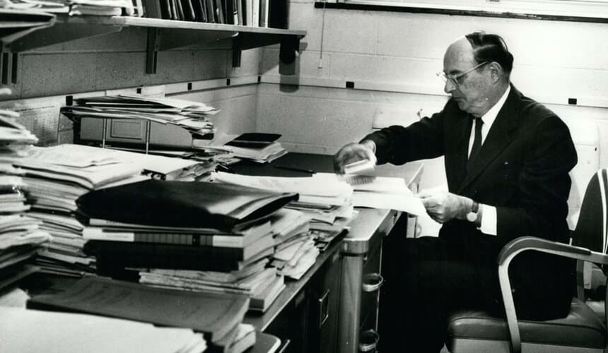 Bardeen working at his desk.